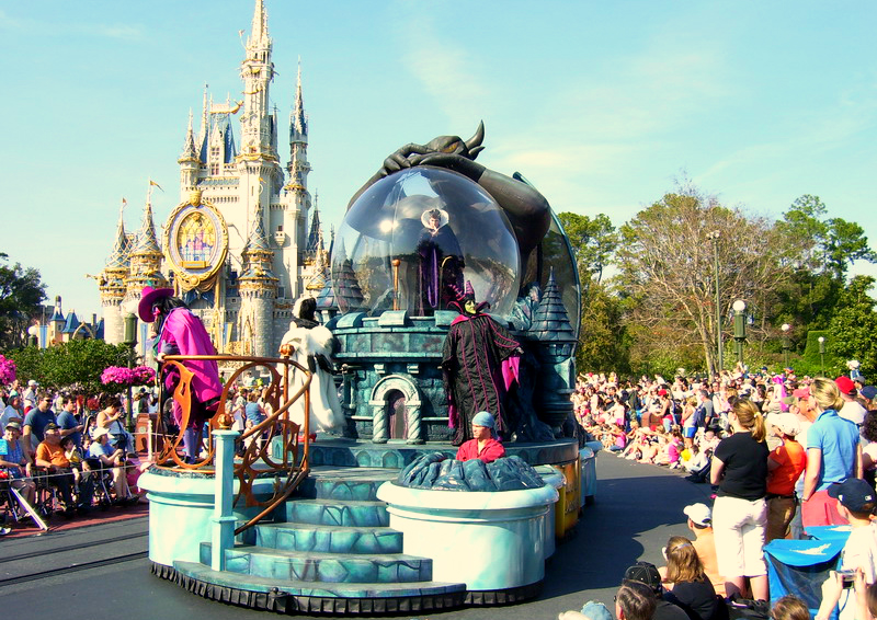OrlandoAttractions_magic_kingdom_parade_float